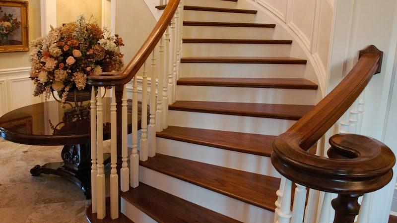 階段を素敵にDIYするポイントとお庭をドレスアップするヒント