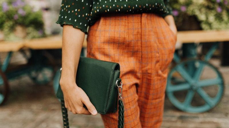 パーソナルカラーで選ぶ、2018年の色「グリーン」の秋コーデ