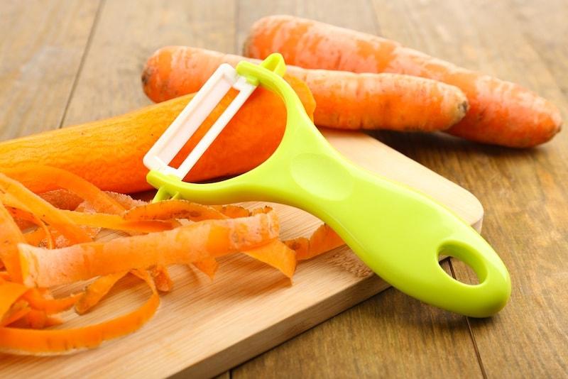 ピーラーおすすめ人気ランキング13選|野菜の皮むきだけでなくきんぴら作りも楽々