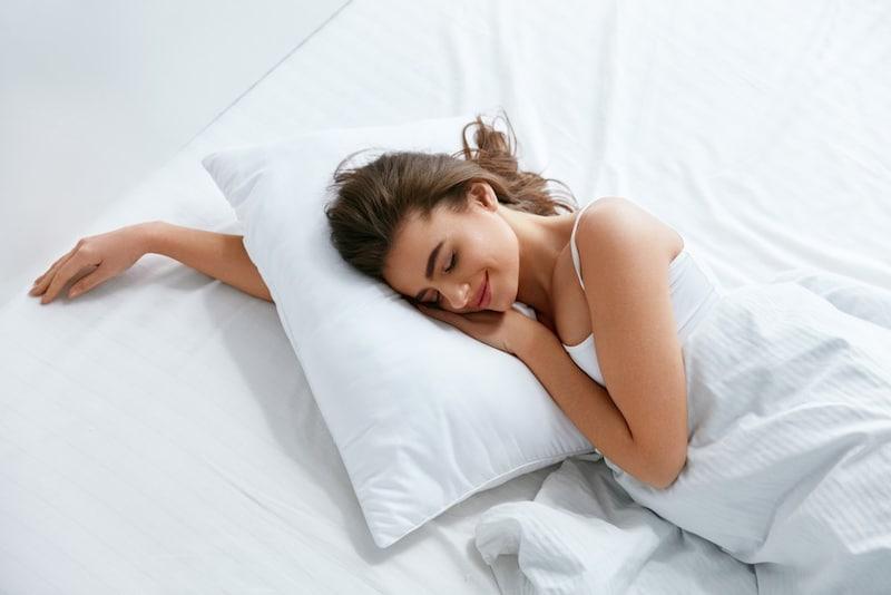 枕のおすすめランキング10選|いびき・肩こりを和らげて、ぐっすり安眠