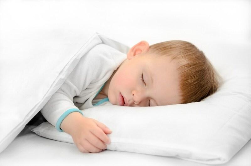 赤ちゃん用枕おすすめランキング19選|必要?いつから?向き癖や絶壁防止対策にも◎