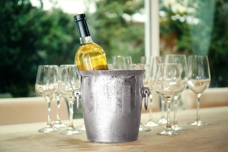 おしゃれなワインクーラーの人気商品11選と使い方|氷不要の保冷タイプも!