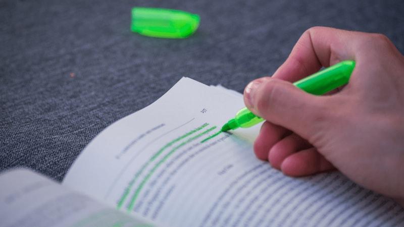蛍光ペンおすすめ人気ランキング17選|にじまないのは?かわいい色やノック式、消せるタイプも!