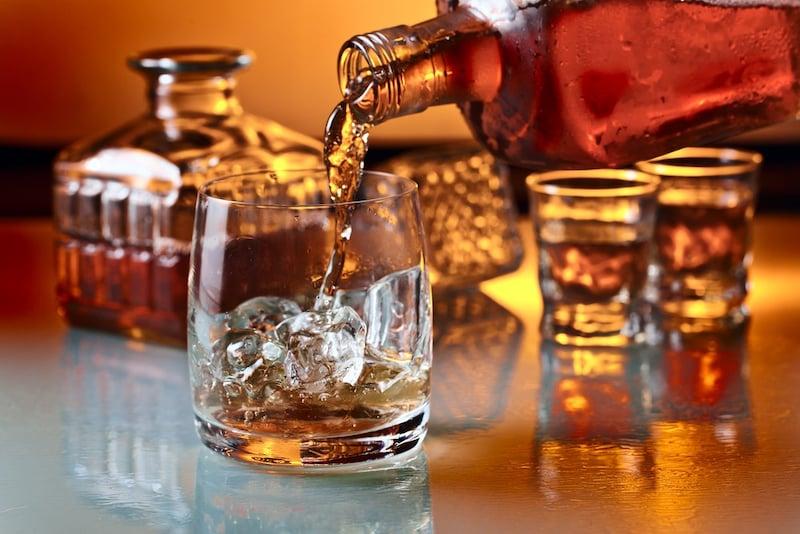アイラウイスキーのおすすめ人気ランキング10選|銘柄や蒸留所で味・香りが変わる!