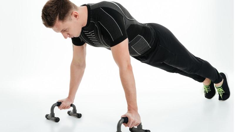 プッシュアップバーおすすめランキング16選|胸筋だけではなく!背筋や腹筋に効果的な使い方も紹介!
