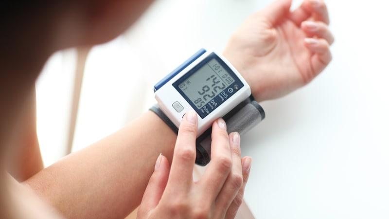 【2020年版】血圧計のおすすめ人気ランキング15選|手首式や上腕式、アプリでスマホ連動も