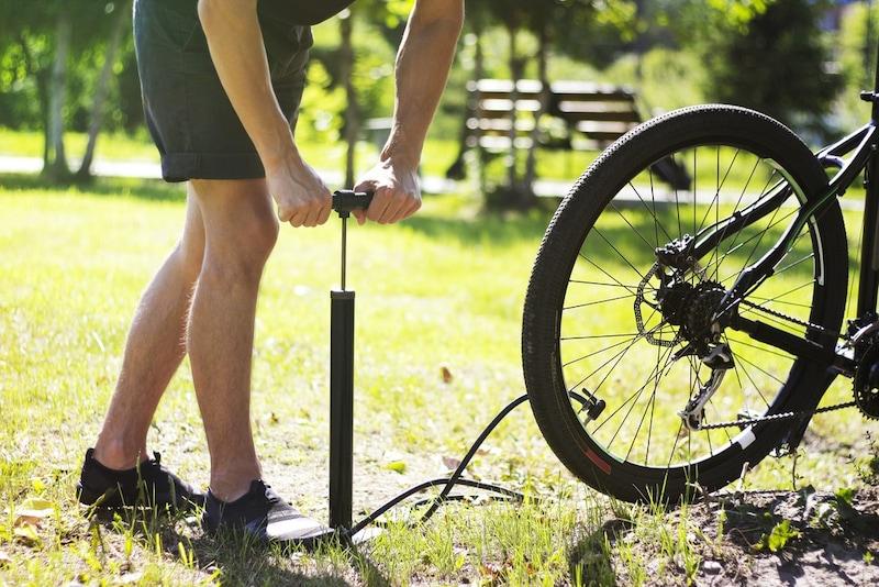 タイヤの空気入れおすすめ人気ランキング8選|車にも自転車にも使えるものを