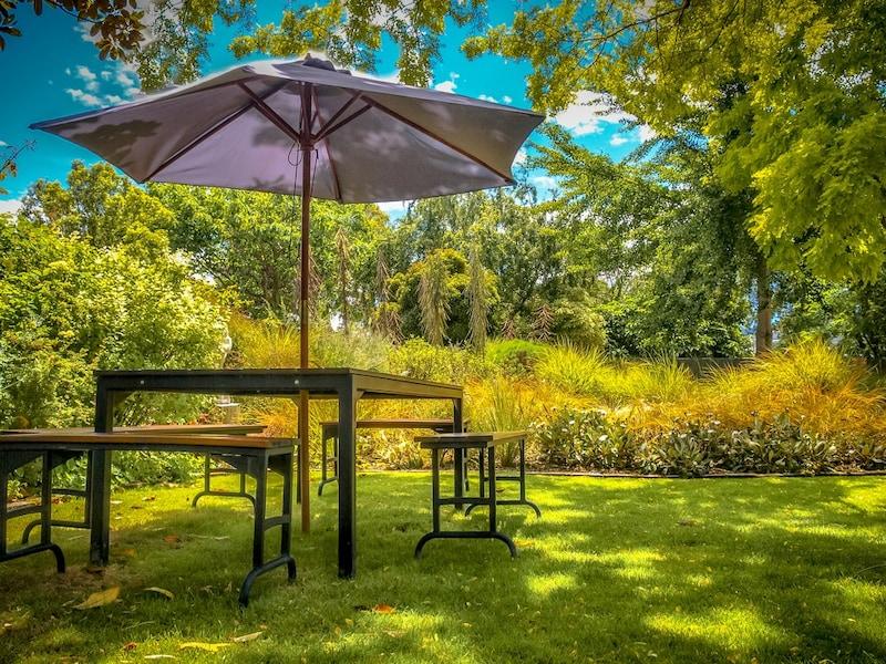 ガーデンパラソルおすすめ人気ランキング11選 アウトドアで大活躍、ビーチでの日除けにも!