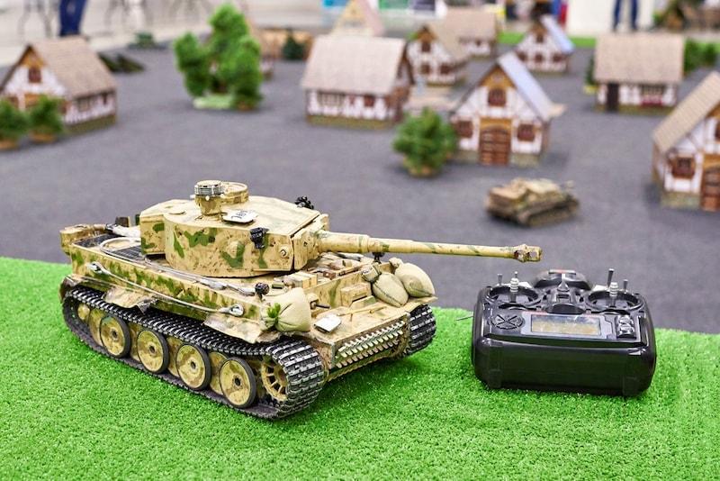 ラジコン戦車おすすめ人気ランキング8選|BB弾や赤外線でバトルが楽しめるモデルも!