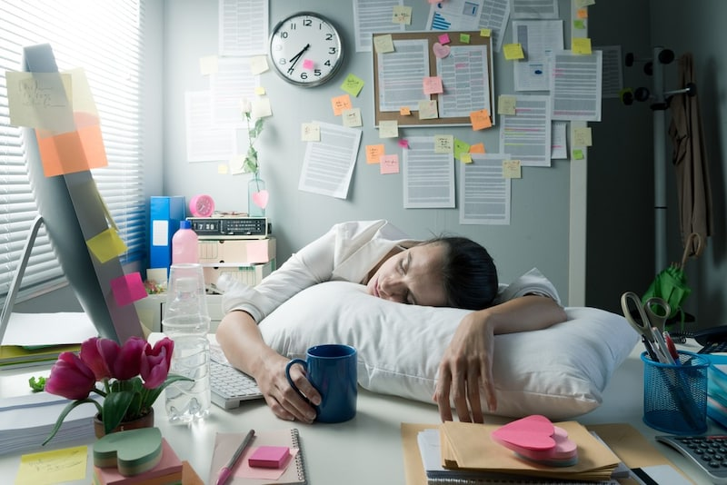 昼寝枕のおすすめ人気ランキング16選|デスク上でうつ伏せになって寝られるものも!オフィスでも使えるコンパクトなものが人気!