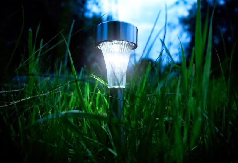 ソーラーライトおすすめ人気ランキング10選|庭や屋外を明るくおしゃれに!