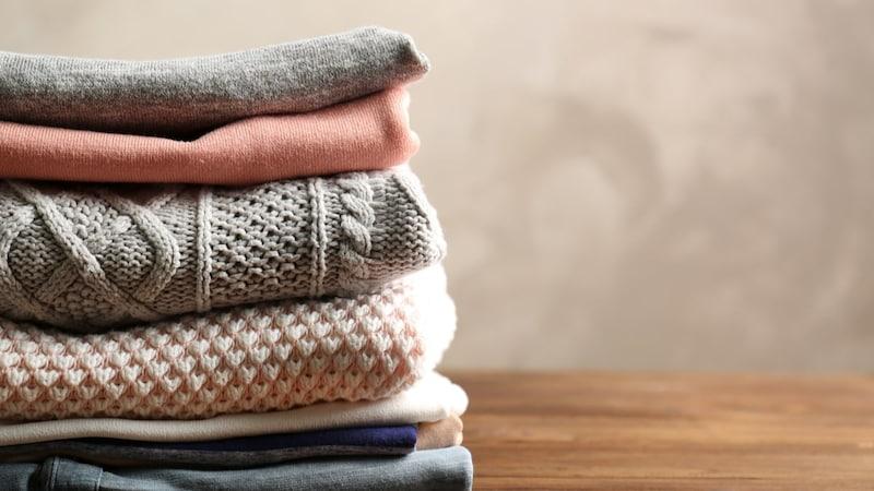 セーターは洗濯機で洗える?洗う頻度や干し方は?縮みにくい洗剤も紹介