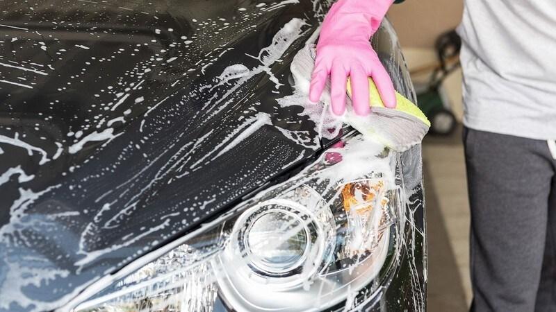 カーシャンプーのおすすめ人気ランキング7選|水垢すっきり!洗車のコツもご紹介