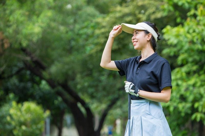 【最新】ゴルフ用サンバイザー・帽子16選|レディース用の人気おすすめ商品を紹介