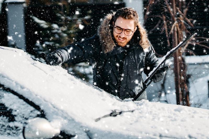 スノーブラシのおすすめ人気ランキング7選|愛車の雪を取り除く!