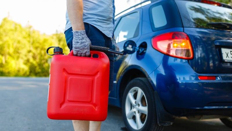 ガソリン携行缶のおすすめ人気ランキング7選|ツーリングやアウトドア、災害時用に