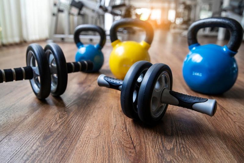 腹筋ローラーおすすめ人気ランキング15選|初心者でも使い方簡単!効率よく筋肉トレーニング