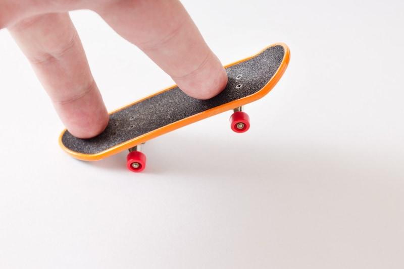 指スケ(フィンガーボード)おすすめ10選|セクションやオーリー、キックフリップなどの技のやり方も紹介