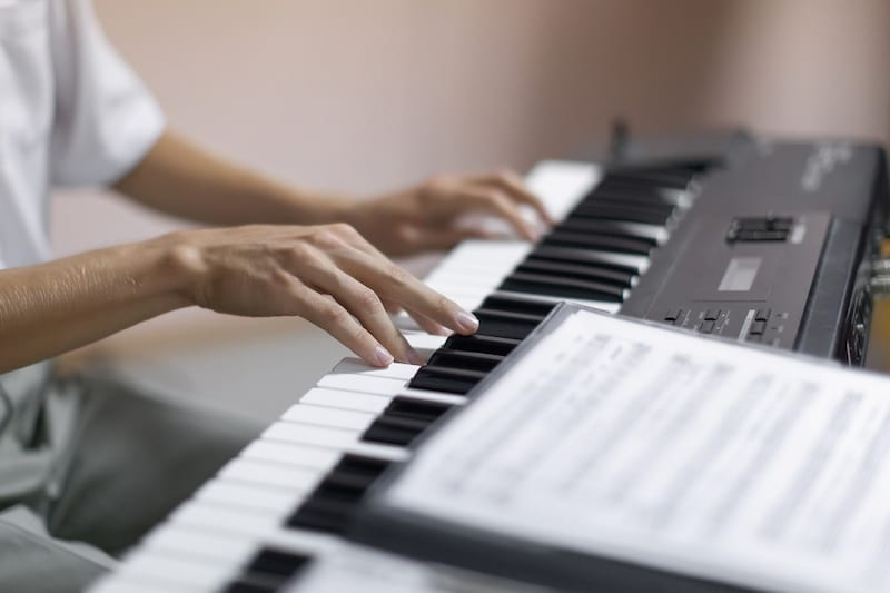 「電子ピアノ  演奏 画像」の画像検索結果