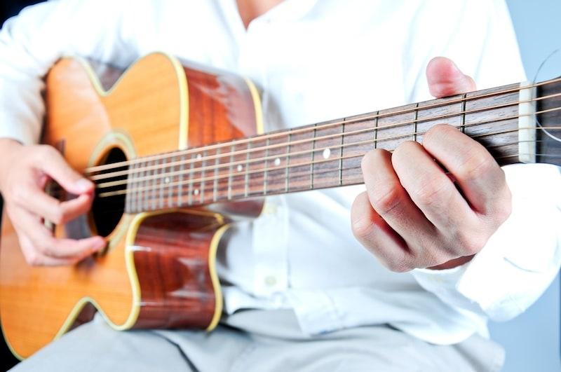 アコースティックギターのおすすめ人気ランキング9選|初心者向けのモデルも!