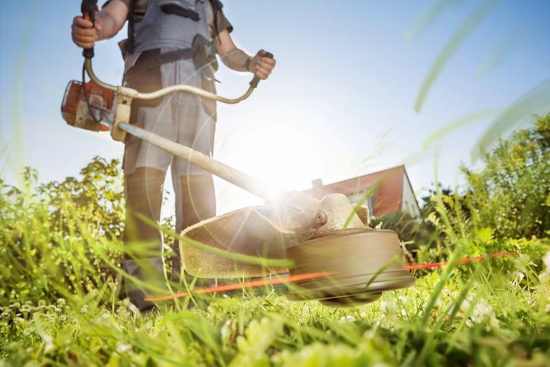 草刈機のおすすめ人気ランキング10選|ストレスなく作業できるのは?