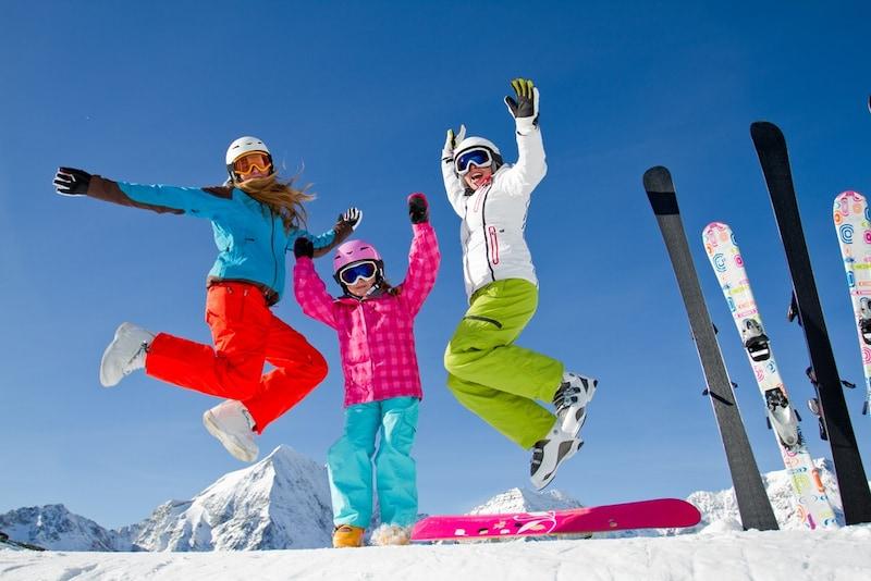 【2020年版】レディース用スキーウェアのブランド別おすすめ18選|激安商品もご紹介!
