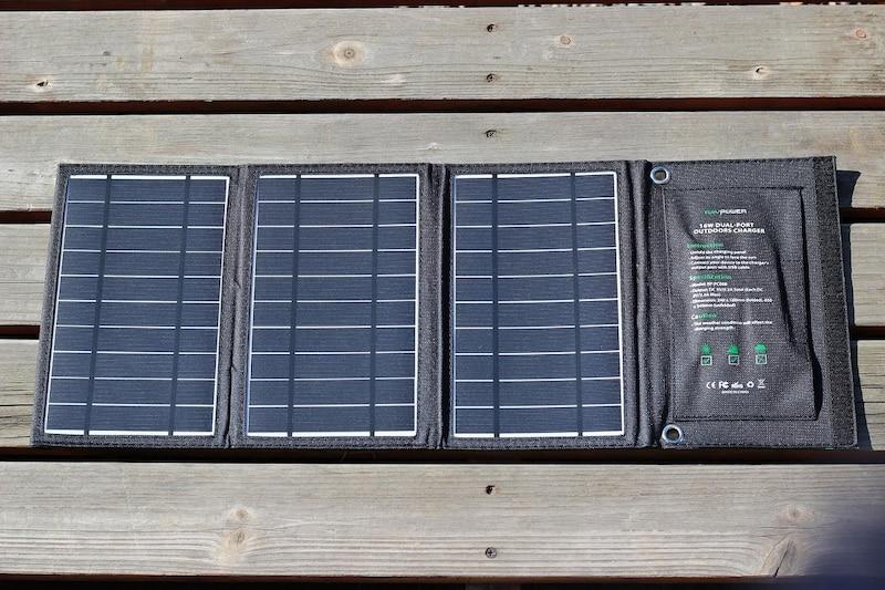 非常時の給電に役立つ「RAVPower ソーラーチャージャー」