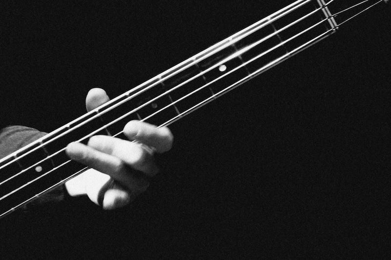 ベース弦おすすめ4選!弦の種類と交換方法も解説