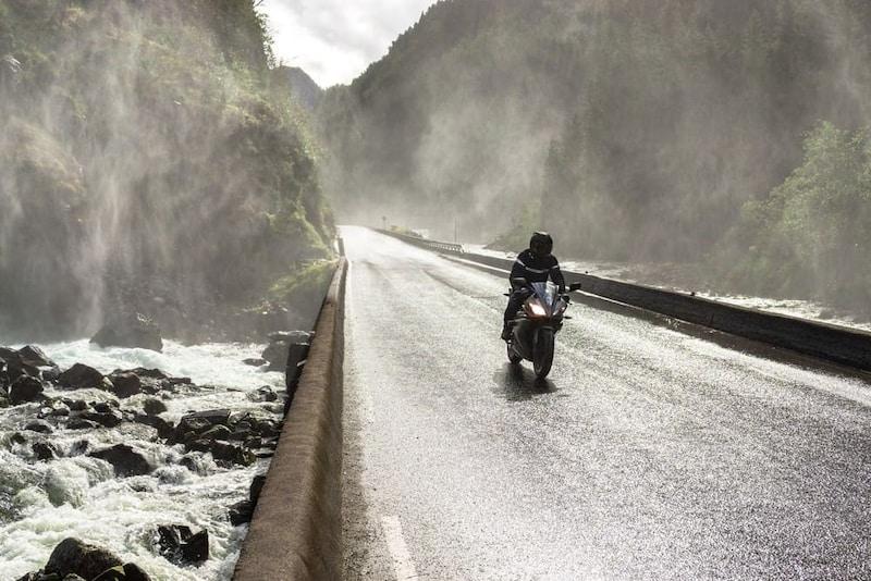 バイク レインウェアおすすめ人気ランキング10選|コンパクトに収納できる!