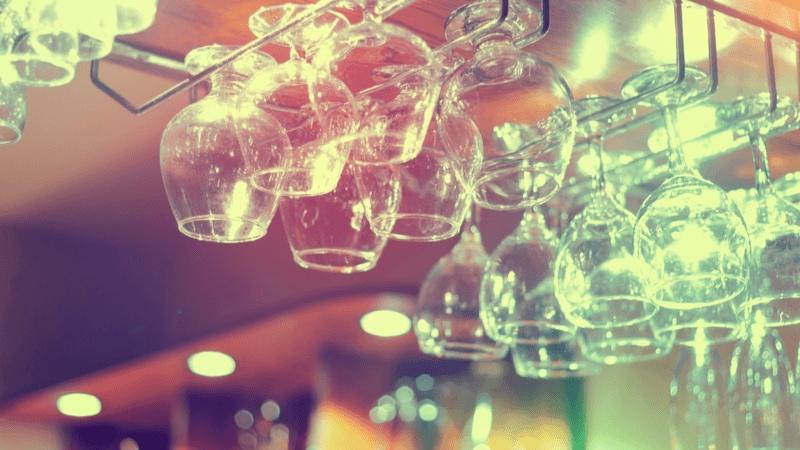 ワイングラスホルダーのおすすめ15選|おしゃれな木製や壁付け、スタンドタイプも人気!