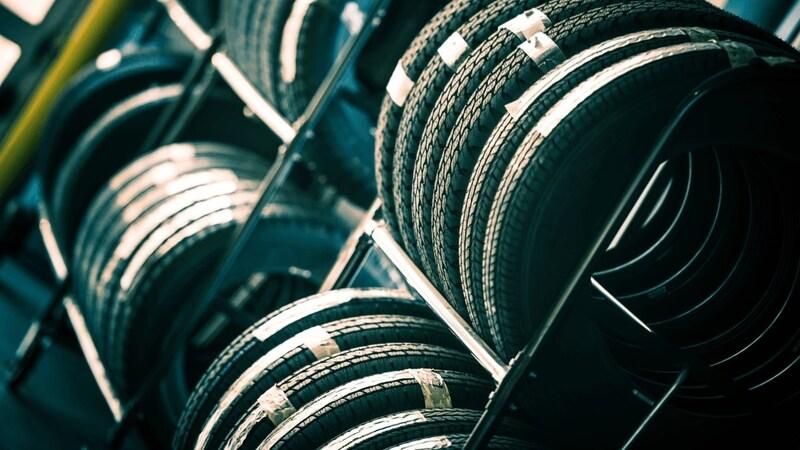 タイヤラックのおすすめ人気ランキング8選|SUVのタイヤでも耐えられるものを