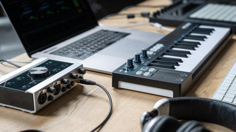 MIDIキーボードおすすめ15選|使い方・選び方・接続方法も紹介!88鍵のピアノタッチが◎