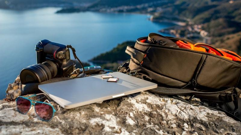 【2021最新】おしゃれなカメラリュックのおすすめ人気商品25選|大容量2気室タイプが勢揃い!登山や普段使いにも!