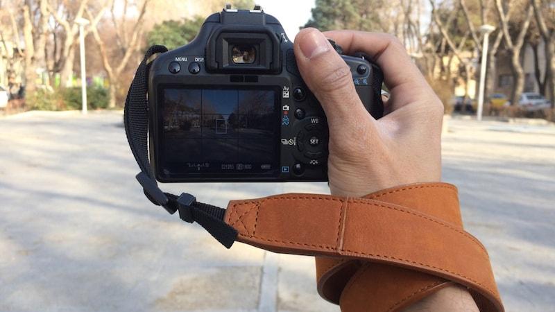 カメラのハンドストラップおすすめ人気13選|一眼レフ、コンデジに!おしゃれな革製も