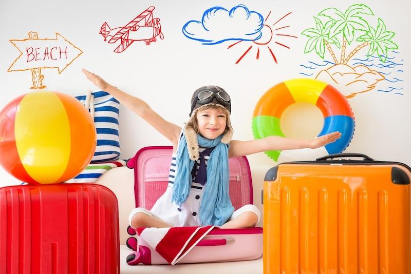 子供用キャリーバッグおすすめ15選|乗れる/座れるタイプは?女の子と男の子別にご紹介