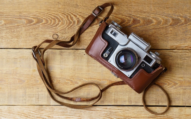おしゃれなカメラ用ネックストラップおすすめ人気11選 かわいいものから定番の革製!付け方は?