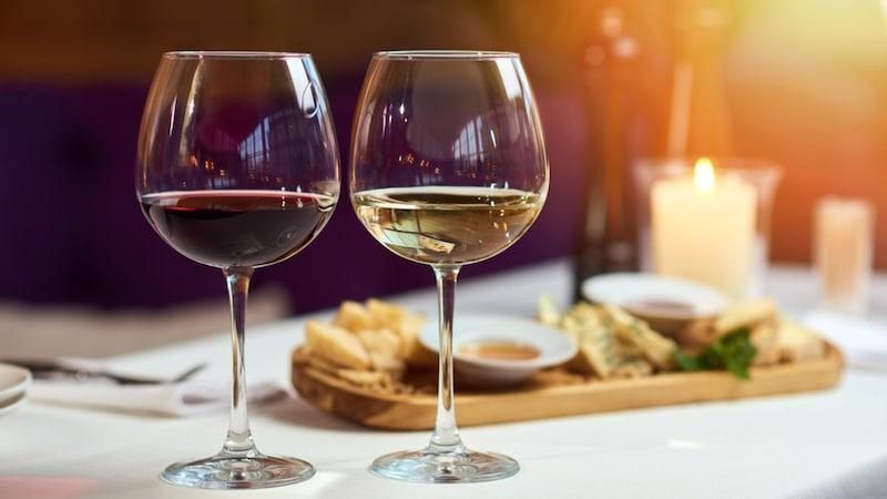ワイングラスのおすすめ人気23選|種類や持ち方も解説!おしゃれなプレゼントに!