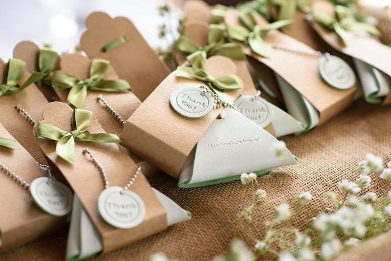 結婚式のプチギフトおすすめ40選|ゲストが嬉しいお菓子・飲み物・ラッピングは?