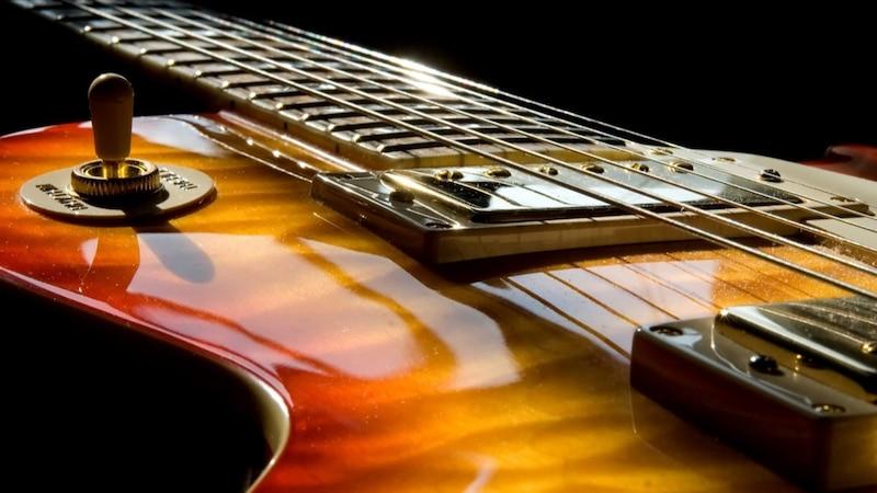 人気ギター「レスポール」の特徴とおすすめ7選【本家から国産まで】