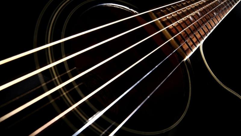 ギター弦おすすめ4選+交換に「アルトベンリ」なグッズ3選