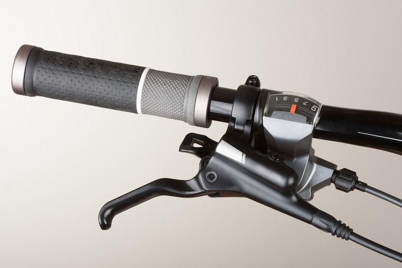 クロスバイク用グリップのおすすめ13選|ハンドル部分がべたつかない!交換方法も紹介!
