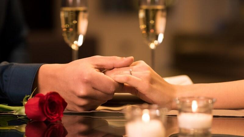 結婚記念日のプレゼント17選|妻・夫・両親へのおすすめは?ペアグッズやアクセサリーが人気
