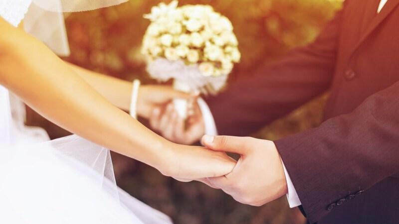 結婚内祝いのプレゼント人気ランキング30選|おすすめや金額の相場は?おしゃれなタオルやお菓子など
