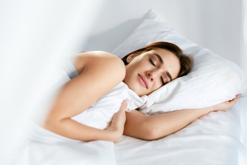 ナイトブラのおすすめ人気ランキング9選|ストレスフリーで胸の形をしっかりキープ!