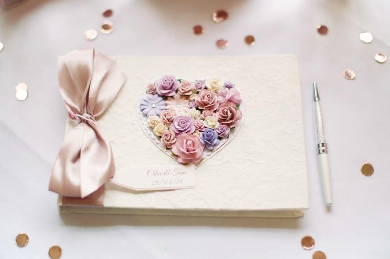 結婚式のおしゃれな芳名帳・ゲストブックおすすめ15選|バインダー式やカードタイプが人気!
