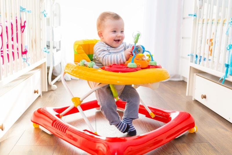 歩行器おすすめ人気ランキング10選|赤ちゃんはいつからいつまで乗れる?使用時の注意点も紹介