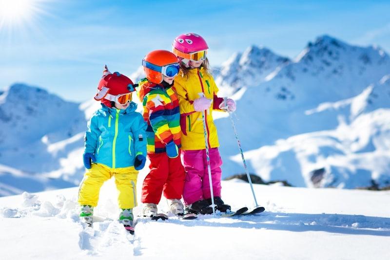 【20-21】キッズ用スキーウェアおすすめ23選|人気ブランド多数!安い上下セットも
