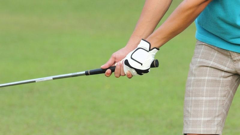 ゴルフグリップおすすめ人気ランキング17選|交換方法や太さの選び方は?イオミックやゴルフプライドも