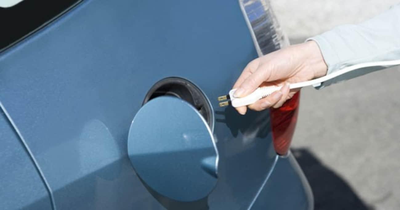 次期型プリウスPHVで加速する充電バトル