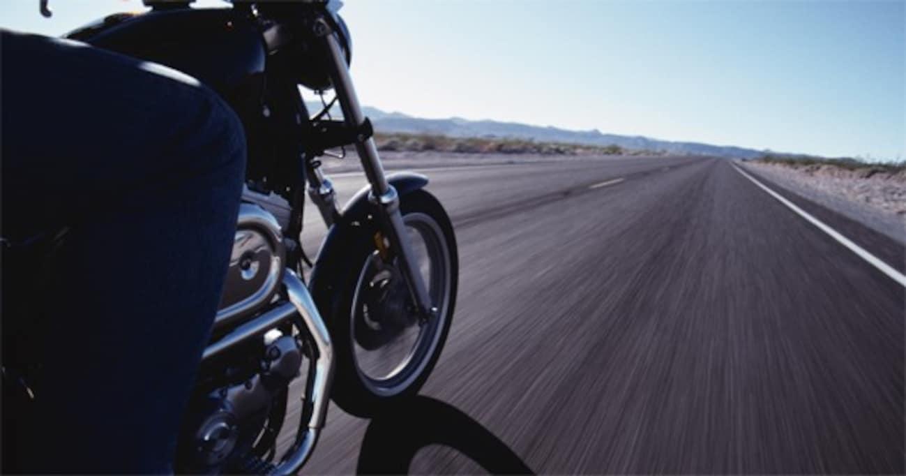 バイク走行中にあおってきたり、幅寄せしてくる自動車の意外な共通点とは?